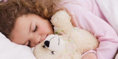 girl-hugging-her-teddy-while-sleeping[1]