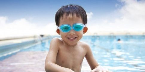 happy-kid-in-the-swimming-pool[1]
