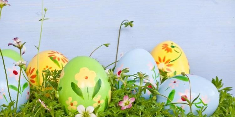 colorful-easter-eggs-on-green-grass[1]