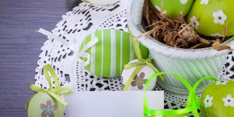 colourful-green-easter-eggs-in-straw[1]