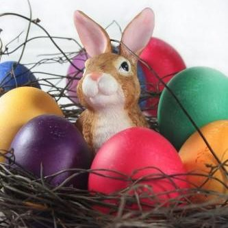 easter-basket-with-easter-eggs-and-easter-bunny[1]